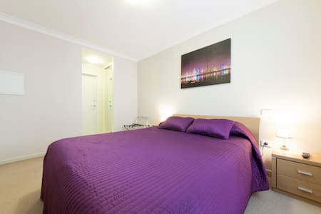 One Bedroom Apartment @ The Waldorf - Perth - Daire