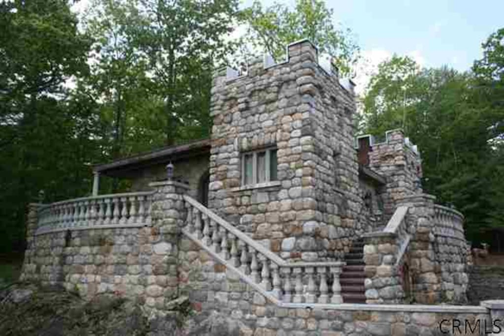 The Castle Cottage (east side terrace faces beautiful lake view)