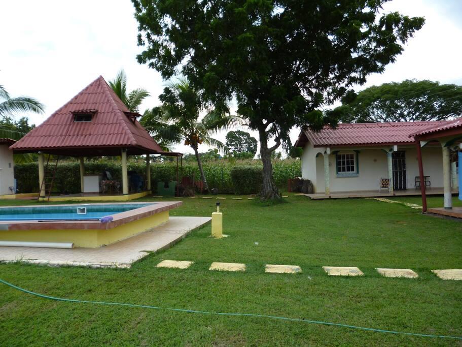 El área socialcuenta con piscina y jorón el cual ofrece área para realizar asados y para el verano colocamos hamacass