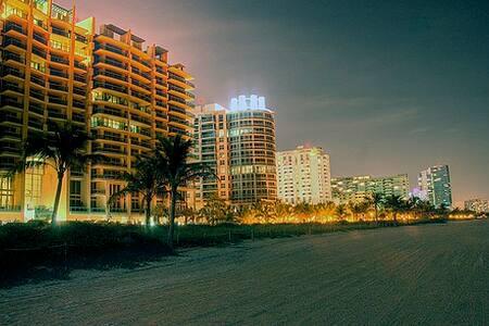 MiamiBeach Ocean Side & Voucher 212