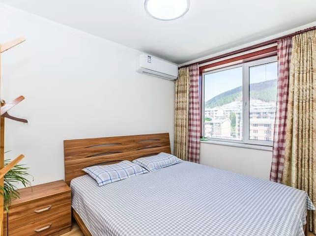 卧室3  1.8*2.0大床