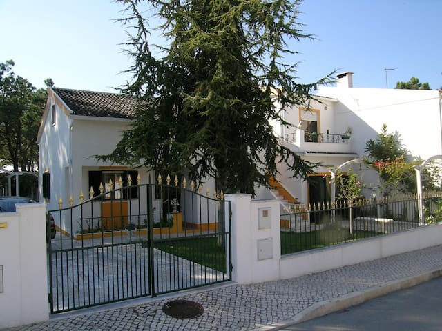 Vivenda Cesarina - 2km to the beach - Sesimbra - House