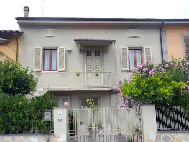 Casa con vista a Lari apartment Rina