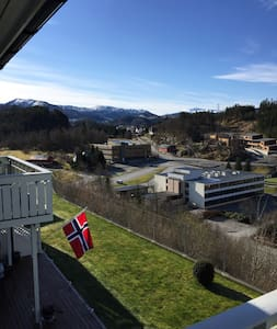 Sunny apartment with view and good hiking - Lonevåg - Apartemen