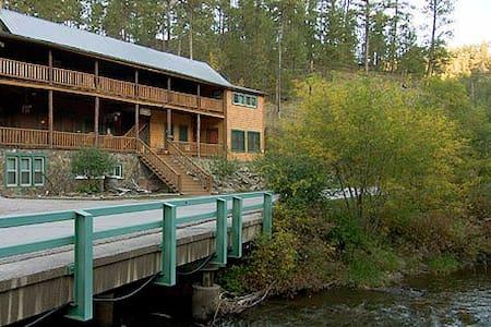Hisega Lodge, Historic and Unique