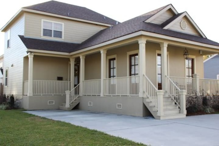 3 Bedroom Loft 2 5 Bath 4 8 Mil Houses For Rent In Metairie Louisiana United States