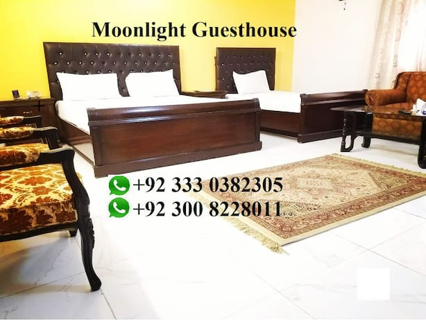 Spacious rooms at center of city in PECHS  karachi