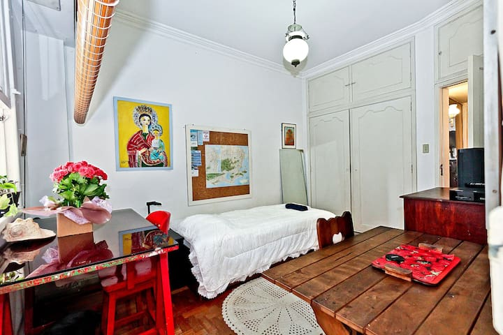 LARGE PRIVATE ROOM - IPANEMA BEACH