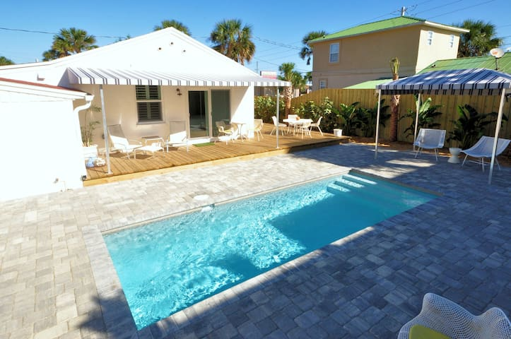 Bright 1940's Beach Cottage & Pool - Saint Augustine - House