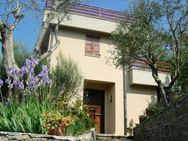 Villino panoramicissimo in relax - Pollenza - Casa