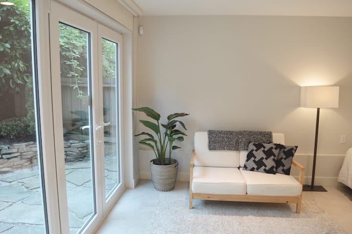 Modern & Bright Kitsilano Studio w/ Private Patio