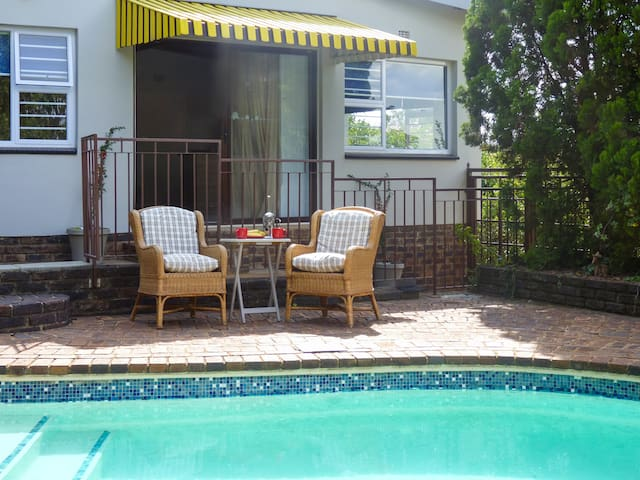 Private and secure self contained garden apartment, enjoy, breakfast by the pool