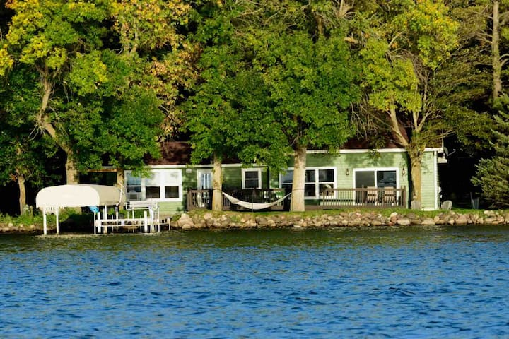 Lake Cabin 50 minutes from the Twin Cities!