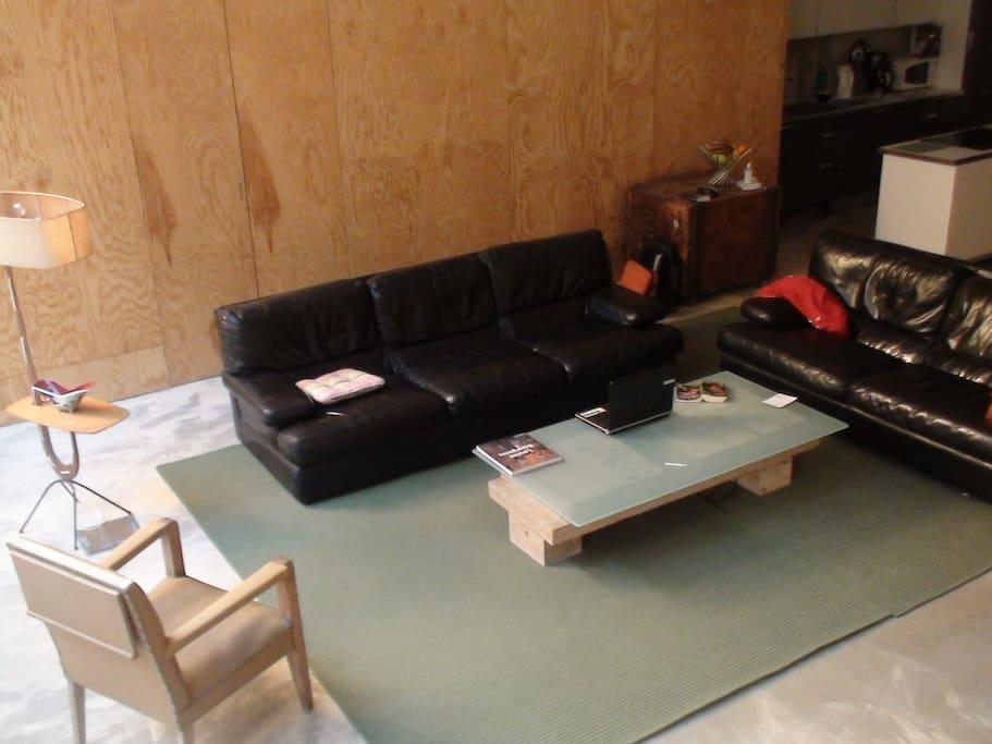 La pièce à vivre , sa cuisine escamotable  et son  piano mobile pour cuisiner plus  près de vos amis et du patio
