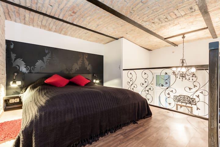 Romeo & Juliet apt - romantic nest A/C - Boedapest
