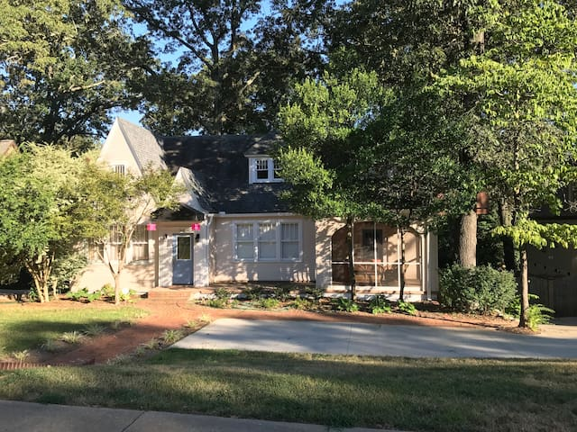 Large Home Sleeps up to 16 Near Downtown