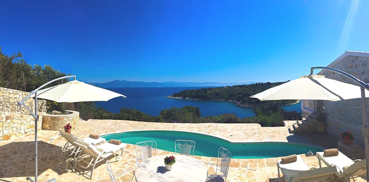 Fabulous villa by the sea with private pool