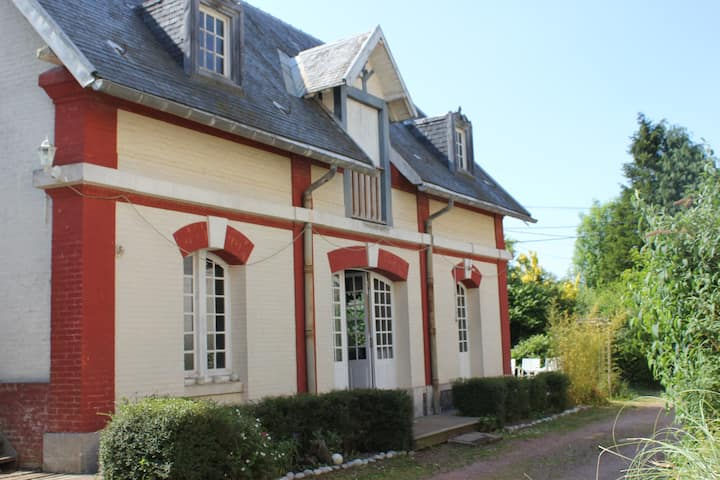 Spacious Cottage on chateau grounds