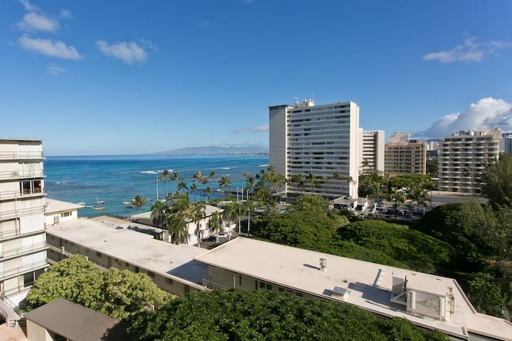 12th floor Gem, Diamond Head Views, Stunning . . .