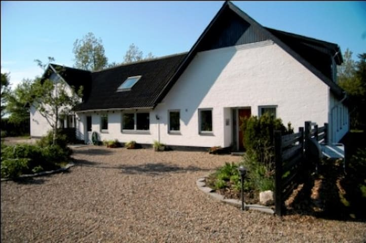 Henne Strand Ferie Apartment - Hennebjerg - Bed & Breakfast