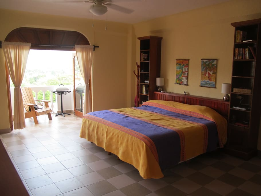 Master bedroom and balcony, Siesta Y Sol.
