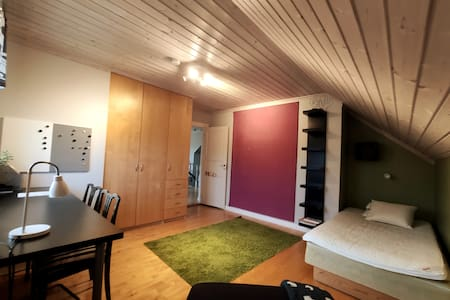 Rum i villa nära stan och naturen