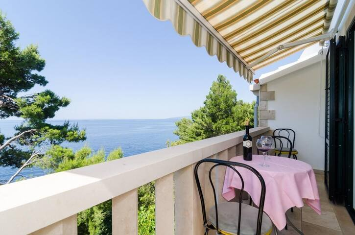 Apartments Plavac Mali- Two Bedroom Apartment with Balcony and Sea View