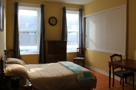 Large private bedroom downtown - St John's