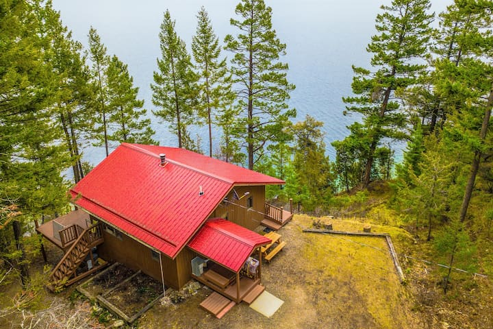 Exquisite lakefront retreat with gorgeous views & home comforts - family fun!