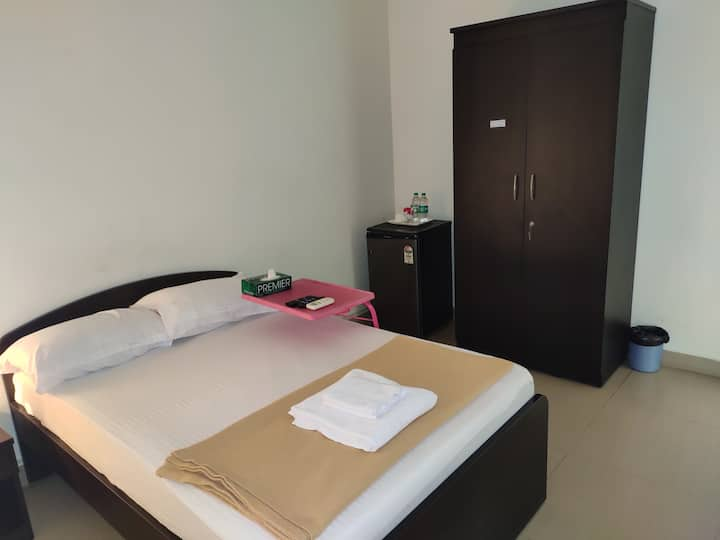 AC Bedroom at Oragadam with Breakfast