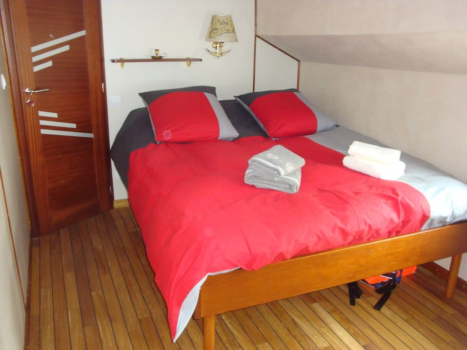 Chambre d 39 h te sur une p niche boats for rent in ain for Chambre d hote ain