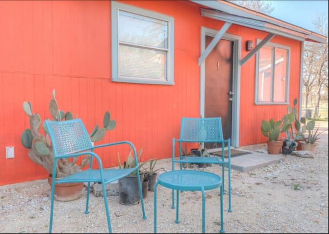 Cozy Downtown Cottage - San Antonio