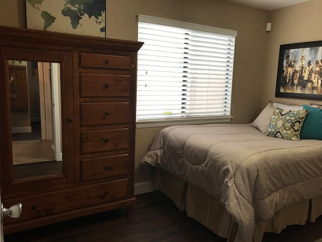 3rd Bedroom Full size bed