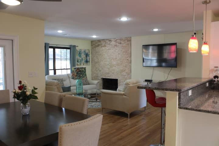 COOL HAVEN-A Quiet Elegant Contemporary Retreat