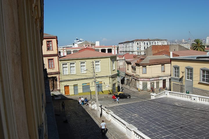 Modern and Historic, Valparaíso