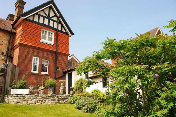 Quaint Cottage in Crowborough with Graden