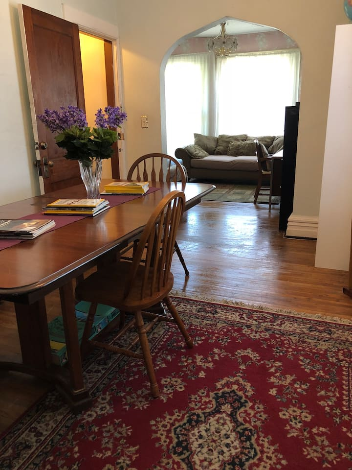 Three-bedroom apartment near downtown Buffalo, NY