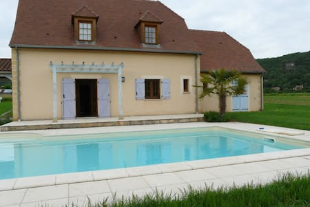 """""""Maison AROMA""""-piscine priveé - vézac - Villa"""