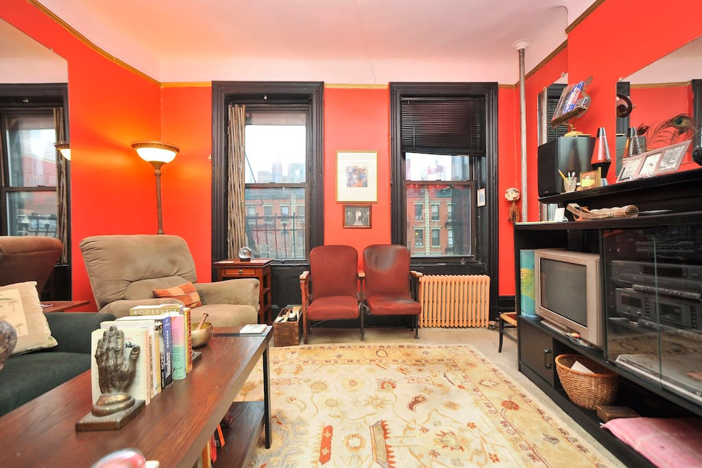 Cozy bohemian apt in hell 39 s kitchen apartments for rent for Hell s kitchen nyc apartments