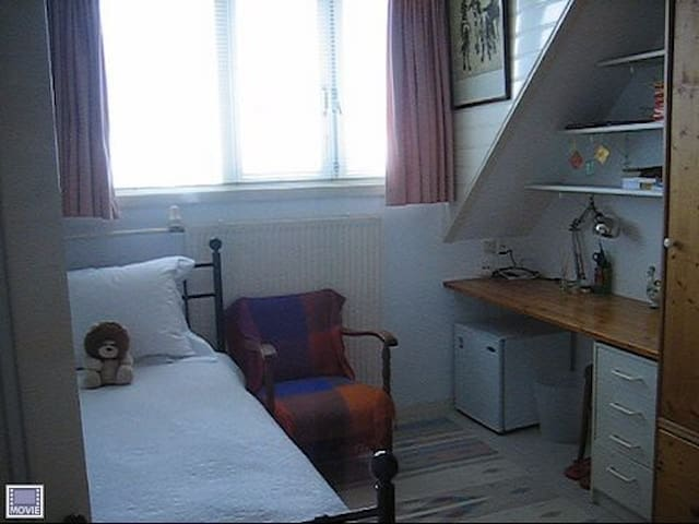 Small comfortable room for 1 person - Voorburg - บ้าน
