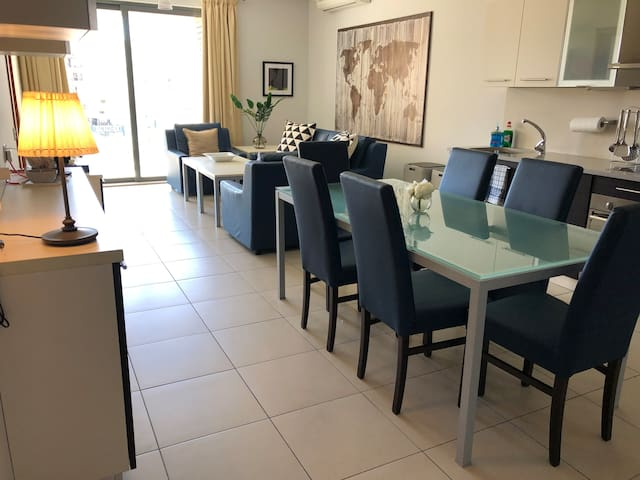 LUXURIOUS 2-BEDROOM APARTMENT, ST JULIANS CENTRE