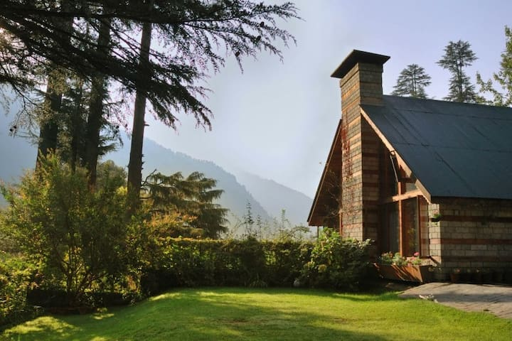 Retreat Cottage - Swiss Style Chalet in Manali