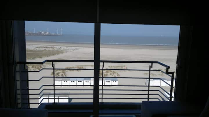 Frontal Seaview Knokke and City Bruges + P + bikes