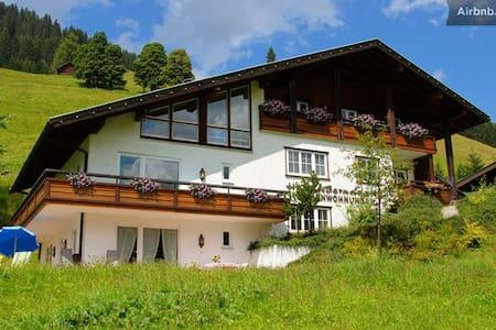 HausBernadette im Kleinwalsertal 5  - Mittelberg - Apartamento