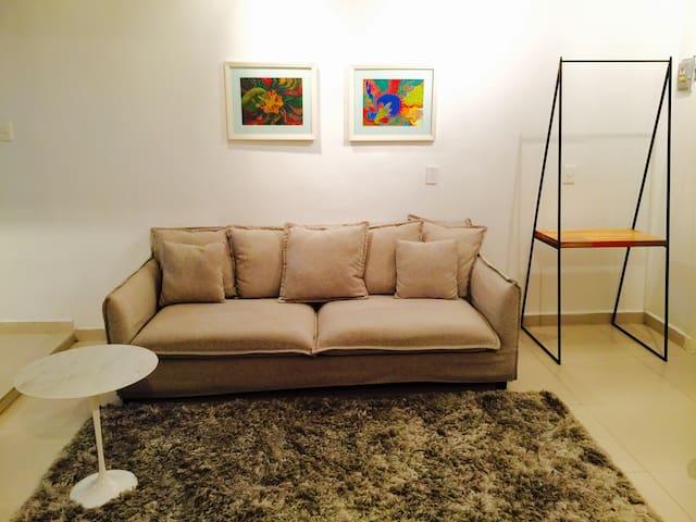 Cómodo sillón, dónde se puede alojar una tercera persona.