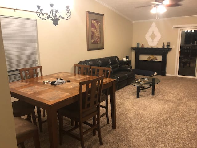 Private home 10 min - IND airport, 15 mins -  Indy