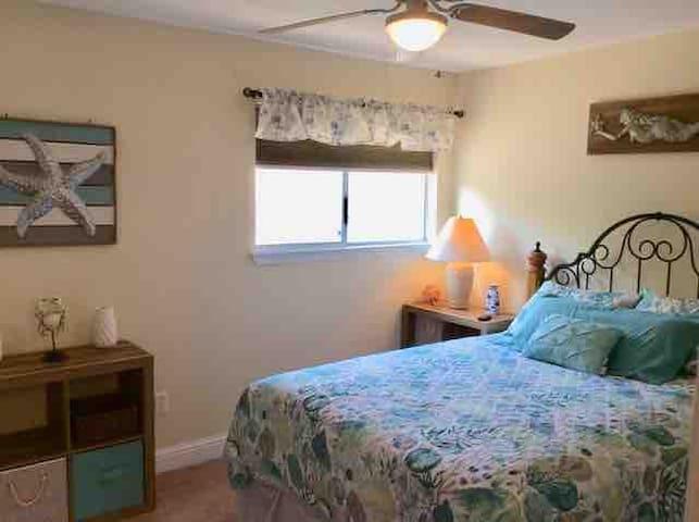 Queen bed second bedroom