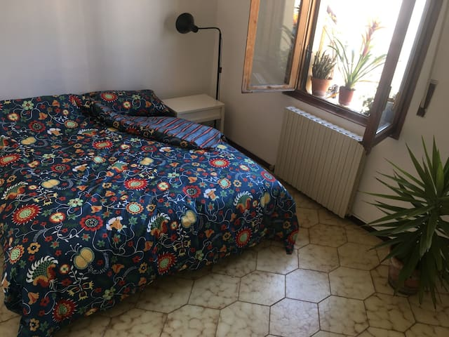 Beautiful room in 30 minutes from the city center! - Milano - Apartemen