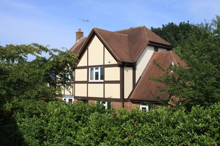 30 mins to central London/Stansted - Langdon Hills - Huis
