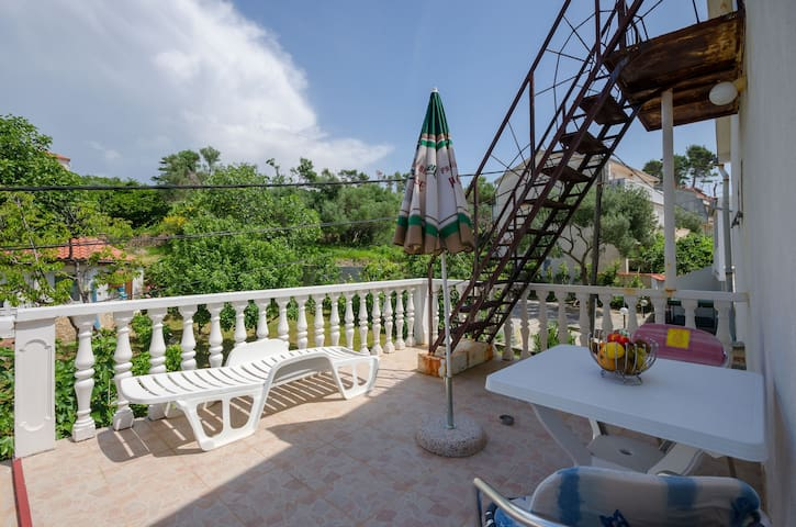Studio Apartment, 100m from city center, seaside in Banjol - island Rab, Terrace
